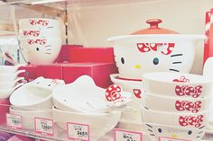 Hello Kitty dishes, bowls, plates,  serving pieces AAAAHHH!!! SO PRETTY!!!