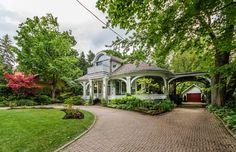 L'ancienne villa située autrefois sur la propriété des Sœurs de Miséricorde est à vendre.