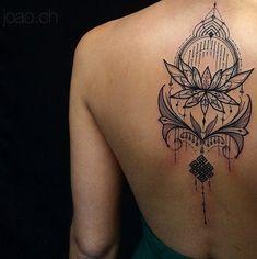 traços finos e elegantes do tatuador brasileiro João Chavez