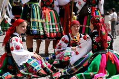 Folk costumes of Łowicz, Poland   - Explore the World with Travel Nerd Nici, one Country at a Time. http://TravelNerdNici.com