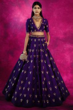 Indian Bridal Outfits, Indian Bridal Wear, Indian Fashion Dresses, Indian Designer Outfits, Long Skirt Top Designs, Lehenga Skirt, Lehenga Choli, Sarees, Wedding Lehenga Designs