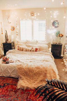 Bohemian Bedroom Decor Ideas - Wish to add funky flair to your room? Take into consideration making use of bohemian, or boho, style motivation in your next bedroom redesign. Romantic Bedroom Decor, Bohemian Bedroom Decor, Zen Space, Decorating On A Budget, My New Room, Room Inspiration, Interior Inspiration, Small Spaces, Decoration