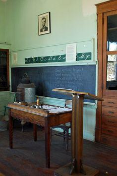 old school classroom Old School Desks, Old School House, School Of Rock, School Days, Classroom Jobs, Modern Classroom, Classroom Quotes, Classroom Posters, Classroom Displays