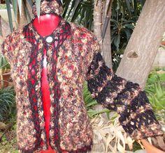 Prussia Morbidissima giacca interamente all'uncinetto in un caldo e pregiato filato multicolor rifinito in lana nera,  capo unico non riproducibile