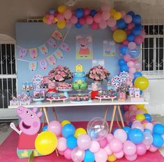 My nieces would absolutely adore this peppa pig party! Peppa Pig Birthday Decorations, Pig Birthday Cakes, Fiestas Peppa Pig, Cumple Peppa Pig, Peppa Pig Balloons, 4th Birthday Parties, 3rd Birthday, Birthday Ideas, Elsa