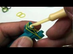 Lesson 1: Min Rainbow Loom video -  Single pattern bracelet