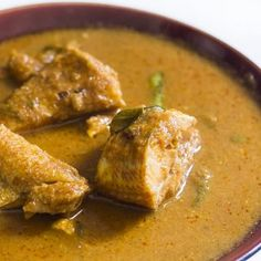 Fish Curry, Village Style is delicious and traditional nattu meen kulambu. Made with aromatic spices and fresh ingredients, this recipe surely a fish lover's delight. Indian Fish Recipes, Ethnic Recipes, Kerala Fish Curry, Kerala Food, Masala Recipe, World Recipes, Kitchen Recipes, Seafood Recipes, Cooking