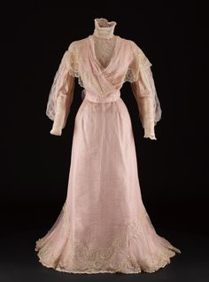 Two Piece Organza and Chiffon Dress, ca. House of Worth via National Museums Scotland Edwardian Gowns, Edwardian Clothing, Antique Clothing, Historical Clothing, Historical Dress, 1900s Fashion, Edwardian Fashion, Vintage Fashion, House Of Worth