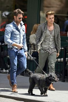 Jeremiah Brent Photos - Nate Berkus and boyfriend Jeremiah Brent seen taking a stroll with their dog in the West Village in New York City. - Nate Berkus Spotted With Jeremiah Brent in NYC All Jeans, Skinny Jeans, Stylish Men, Men Casual, Smart Casual, Sunday Brunch Outfit, Jeremiah Brent, Men Closet, Nate Berkus