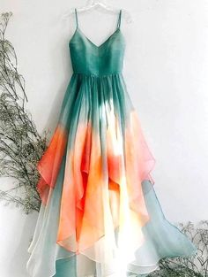 Straps Prom Dresses, Ombre Prom Dresses, Wedding Day Dresses, Emerald Dresses, Indian Fashion, Winter Fashion, Nice Dresses, Formal Dresses, Evening Dresses