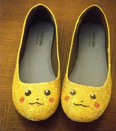 I'm smiling so much right now. hahaha. Pikachu flats!    http://www.etsy.com/listing/93260542/pikachu-pokemon-glitter-shoes