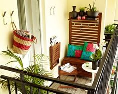 Small balcony furniture Your balcony is the area where you spend most of your time, especially in the summer. Decorating a large balcony is very easy. Decoration of a small balcony Although it may see Small Balcony Design, Tiny Balcony, Small Balcony Decor, Small Patio, Balcony Ideas, Small Balconies, Balcony Garden, Balcony House, Juliet Balcony
