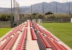 Disponemos además de vallado de red en todos los campos, área de espectadores para acomodar hasta 800 personas