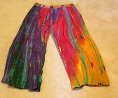 Boho on a Budget: 10 DIY Wearables {DIY Bohemian Clothing} Broom skirt turned comfy trousers. Friggin' brilliant and easy. Source by bohemianwisdom diy clothes Bohemian Pants, Bohemian Mode, Bohemian Clothing, Boho Gypsy, Ethnic Clothes, Hippie Pants, Bohemian Lifestyle, Boho Hippie, Bohemian Style