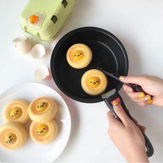"dumpllngs: "" Gudetama 🍳 (By littlemissbento) "" Cute Snacks, Cute Desserts, Cute Food, I Love Food, Yummy Food, Desserts Japonais, Kawaii Cooking, Kawaii Dessert, Bento Recipes"
