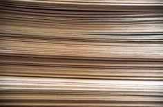 TEHDÄÄN HYVIN | HANDMADE QUALITY Työvaihe: Muotopuristeen valmistus | Craft: Plywood raw material Tuotantolinja: Pöydät | Production line: Dining  #pohjanmaan #pohjanmaankaluste #käsintehty