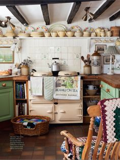 Make your home more welcoming and cozy with the best Country Cottage kitchen decor ideas, that can make your kitchen look all the more appetizing. English Cottage Kitchens, English Farmhouse, Country Kitchens, English Cottages, English Cottage Decorating, English Cottage Interiors, Farmhouse Style, Design Room, Küchen Design