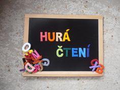 Magnetická abeceda Ručně šitá plastická abeceda je určena šikovným předškolákům i školákům k hravému a zábavnému učení velkých písmen latinské abecedy a barev. Vzadu je podlepená magnetickou folií, proto bezvadně písmenka drží na tabuli. Při učení a hraní slouží dětem jakodidaktická pomůcka pro zapojení všech smyslů - tedy i hmatu. Cena za jedno písmeno ...
