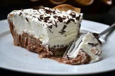 Hardly Housewives: Homemade Bakers Square French Silk Pie Caramel Apple Bites, Caramel Apples, Pie Recipes, Great Recipes, Favorite Recipes, French Silk Pie, Party Desserts, Sweet Tooth, Sweet Treats