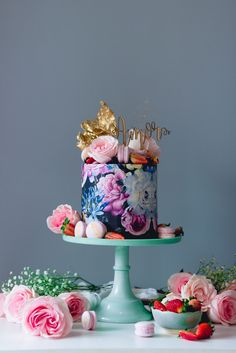 Vibrant and alive, this graphic beauty is almost too gorgeous to eat (almost...). Julián Ángel
