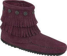 These fringe side zip boots will keep your feet looking oh so fashionable this season. With metal conchos and a lightweight rubber sole these ankle boots look great with just a pair of jeans and a t shirt.