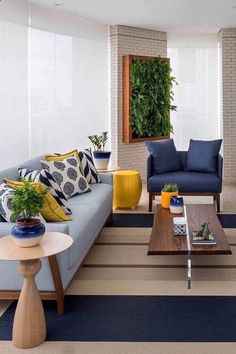 Varanda decorada com sofá azul claro e poltrona em azul petróleo; o amarelo, cor complementar ao azul, entra na decor para criar contraste Home Living Room, Living Room Designs, Living Room Decor, Centre Table Living Room, Bedroom Decor, Sofa Design, Interior Design, Modern Interior, Room Colors