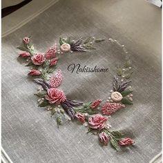 ........🌸🍃🌸........ . . . . . #brazilianembroidery #embroidery #ribbon #ribbonembroidery #brezilyanakisi #nakış #çeyiz #rokoko…