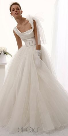gorgeous Italian wedding gowns from Le Spose di Gio - Italy Wedding Dresses Pinterest, Dream Wedding Dresses, Bridal Dresses, Wedding Gowns, Beautiful Gowns, Just In Case, Wedding Styles, One Shoulder Wedding Dress, Marie