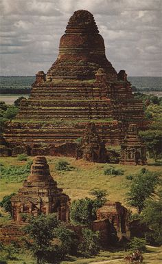 Temples (myanmar - burma jungle)