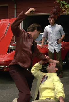 Henry Hill, played by Ray Liotta, beating his girlfriend Karen's neighbor, with the butt of his gun. One of the best scenes of the film. Ray Liotta Goodfellas, Goodfellas 1990, 90s Movies, Great Movies, Movie Tv, Mafia, Don Corleone, Gangster Movies, Martin Scorsese