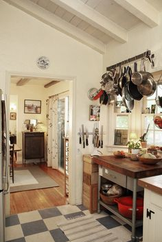 #potrack #kitchen #diyidea Maybe I could make a straight across pot rack like this into a valence in the kitchen!