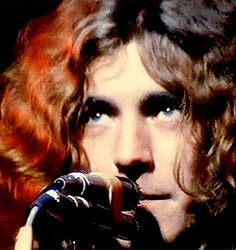 1/4 GIFs of Robert Plant