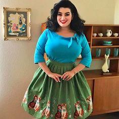 A #tbt to one of my favorite kitty cat print novelty skirts.... meow😻 - -  Photo 📸: @garyzface - Skirt: @dangerfieldclothing - Top: @heartofhaute - Painting: @elgatogomez_art -  #pinup #curvemodel #1950s #rockabilly #curves #emirates #pinupgirl #vintage #busty #vintagestyle #pinupstyle #pinupgirlclothing #ootd #danishmodern #modernpinup #retro #noveltyskirt #dfgang #fashionblogger #dubai #selenagomez #noveltyprint #norcalpinup #midcenturymodern #yasminagreco @la_vida_rockabilly…