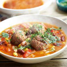 Zupa po meksykańsku z klopsikami, fasolą czerwoną, kukurydzą oraz pomidorami krojonymi z puszki