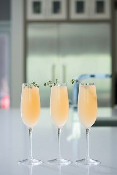 Grapefruit thyme prosseco drink/ individual recipe