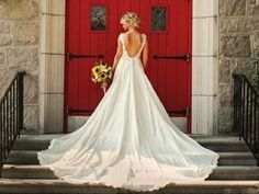 Wish I could find a door like this for my wedding pics Wedding Wishes, Wedding Pictures, Wedding Bells, Wedding Events, Wedding Gowns, Our Wedding, Dream Wedding, Wedding Ideas, Wedding Church