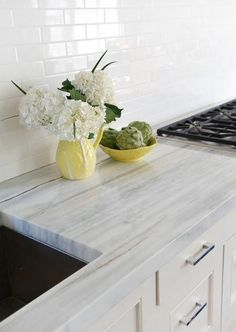 6 Friendly Tricks: Kitchen Remodel Before And After Moldings farmhouse kitchen remodel layout.Kitchen Remodel Must Haves Wet Bars modern farmhouse kitchen remodel. Kitchen Countertop Materials, Concrete Kitchen, Kitchen Countertops, Diy Concrete, Granite Kitchen, Wooden Kitchen, Quartzite Countertops, Narrow Kitchen, Kitchen Cabinets