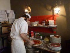 simple and classic pizzas  Restaurant Il Brigante  17, rue du Ruisseau  Paris (75018)   MÉTRO : Jules Joffrin & Lamarck-Caulaincourt