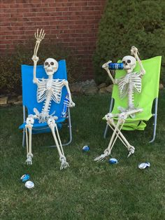 55 Halloween Front Yard Decor Ideas That Will Give a Haunted Feel to Your House Halloween Goodies, Creative Halloween Costumes, Holidays Halloween, Halloween Diy, Happy Halloween, Halloween Camping Decorations, Halloween Yard Displays, Halloween Skeletons, Halloween Horror