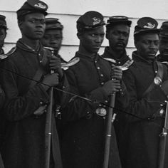 On this date in former Black slaves started Memorial Day in America. This occurred in Charleston, SC to honor 257 dead Union Soldiers Black History Month, Black History People, Black People, Memorial Day, Cultures Du Monde, Civil War Photos, American Civil War, American Soldiers, American Union