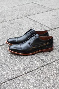 2c4900f54 Sapato Social Masculino Derby CNS em couro Preto com sola de couro e forro  em couro