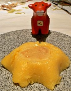 Polenta and chees  http://www.svolazzi.it/2012/10/sformatini-di-polenta-e-formaggio.html