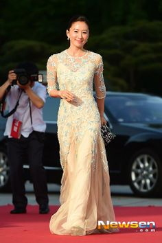 Kim Hee-Ae (Elegant Lie, Secret Love Affair) at the 50th Baeksang Arts Awards | Dramabeans