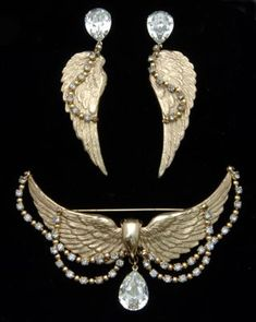 "Napier Vintage Wings Brooch and Earring Set / Ca. / This Napier ""boutique"" jewelry set was made in very limited quantities and rarely comes on the market Vintage Costume Jewelry, Vintage Costumes, Strass Vintage, Antique Jewelry, Vintage Jewelry, Silver Jewellery, Napier Jewelry, Walmart Jewelry, Jewellery Sketches"