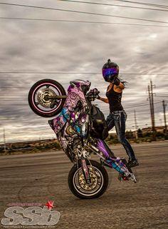 'Nữ quái' Stunt và Kawasaki Ninja 250 - Chia sẻ - Tạp chí Xe và Phong cách - xevaphongcach.net