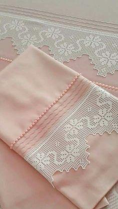 Easiest Crochet Frills Border Ever! Crochet Baby Bibs, Hand Crochet, Crochet Lace, Lace Doilies, Crochet Doilies, Crochet Flowers, Crochet Borders, Crochet Stitches, Crochet Patterns
