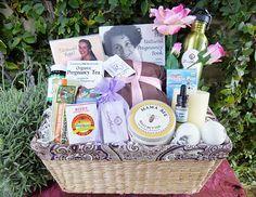 Gift basket for pregnant friends Pregnancy Gift Baskets, Pregnancy Books, Pregnancy Gifts, Party Gifts, Diy Gifts, Gifts For Mom, Pregnancy Positions, Baby Bling, Preparing For Baby