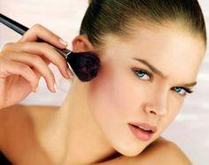 Applichiamo il fard a seconda della forma del viso...per visualizzare la GUIDA➨➨➨ http://www.womansword.it/donna-bellezza-consigli/beauty-fai-da-te/beauty-fai-da-te-make-up/applichiamo-fard-seconda-forma-viso/