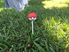 Do you wanna be the very best? Serve these Pokemon cake pops! Since there& no shaping or intricate piping, they& easy to make. Pokemon Party, Pokemon Birthday, Pokemon Cake Pops, Pokemon Cakes, Girl Birthday, Birthday Parties, Birthday Ideas, Pokeball Cake, Cookie Pops