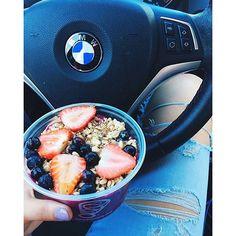Grab an Acai Bowl for a nutritious Meal On-The-Go!